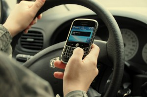 texting1 300x199 Individuals Texting to Drivers Are Not Liable to Car Accident Victims.